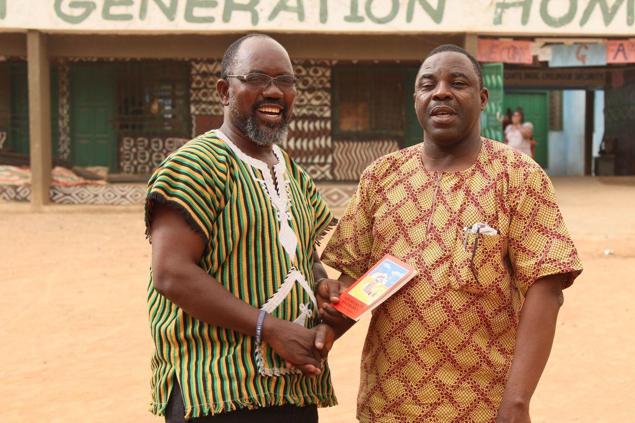 Die treibenden Kräfte im CCD: Der Leiter Fred Amenga-Etego (li) und Joe Ayembilla, der Verantwortliche Direktor für das Sozialwerk der Diözese Bolgatanga.