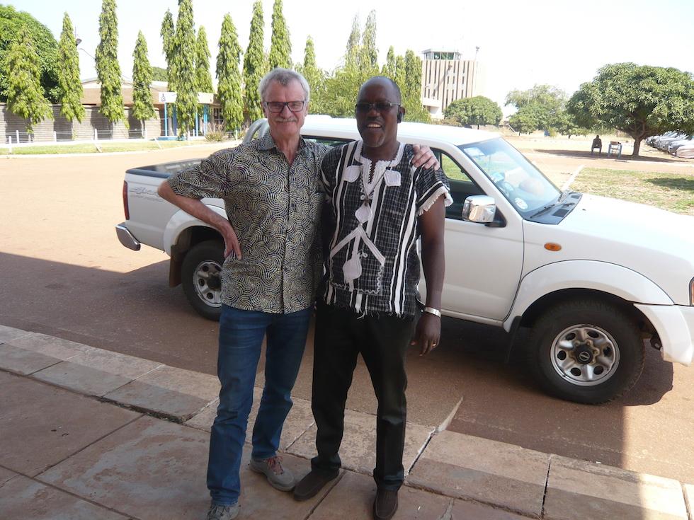Abschied von Fred Amenga am Flughafen von Tamale