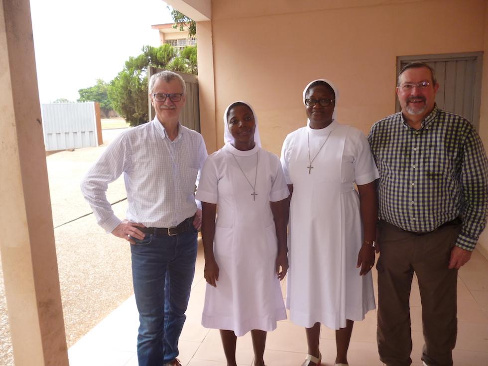 Schwester Regina (rechts)- unsere Retterin in Accra und Schwester Angelina